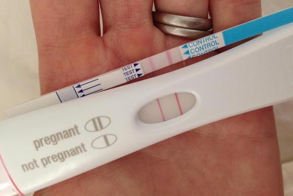 Живот при беременности уход